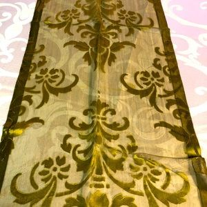 Table runners/decorative articles